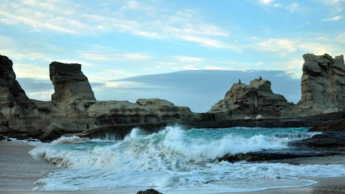 Pantai Klayar, Wisata Favorit di Pacitan yang Dijadikan Judul Lagu Didi Kempot, Ini Lirik & Chordnya