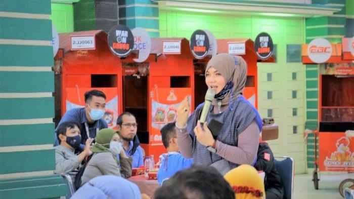 Founder Ayam Geprek Jameela, Oca Jameela