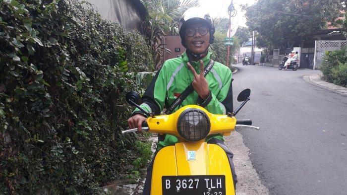 Cerita Abdullah, Driver Ojek Online Naik Vespa Matic Kuning: Biar Nyentrik Tapi Boros