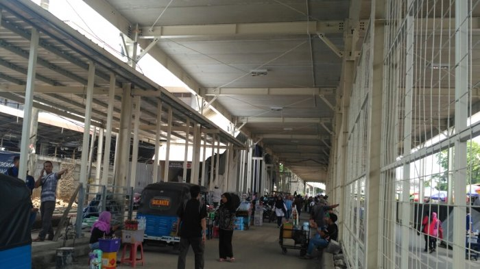 Jalan Jatibaru Ditutup, Opang dan Bajaj Mangkal di Sekitar Pintu Keluar Stasiun Tanah Abang