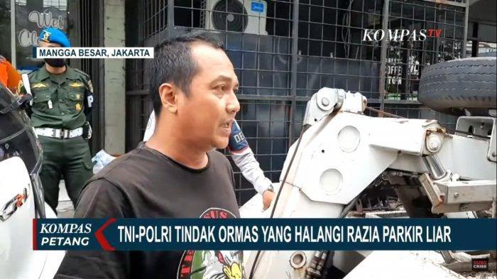 VIDEO Aksi Oknum Ormas Halangi Petugas Angkut Mobil Razia Parkir Liar di Mangga Besar Jakarta Pusat