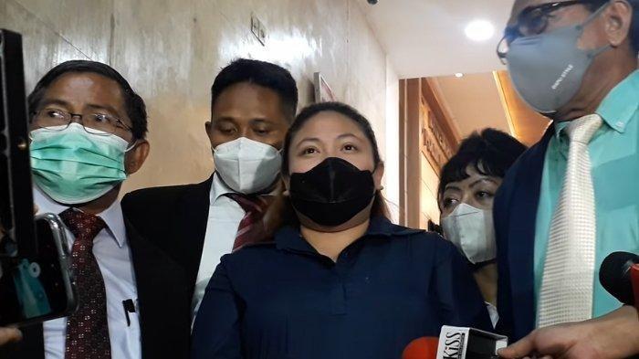 Dicecar 41 Pertanyaan Selama 9 Jam Diperiksa di Polda Metro Jaya, Putri Nia Daniaty Masuk Angin