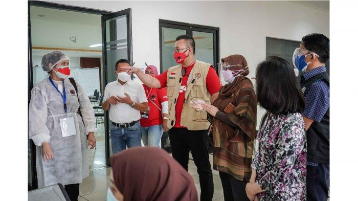 Ratusan Orang Antusias Vaksin di GOR Tanjung Duren, Kepala Baguna DKI: Gotong-royong Lawan Covid-19