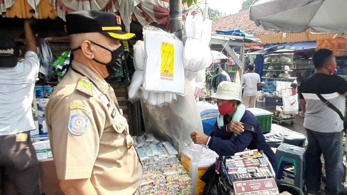 Suasana penataan dan penertiban di sepanjang Jalan Matraman Raya, Jatinegara, Jakarta Timur, Senin (9/11/2020).