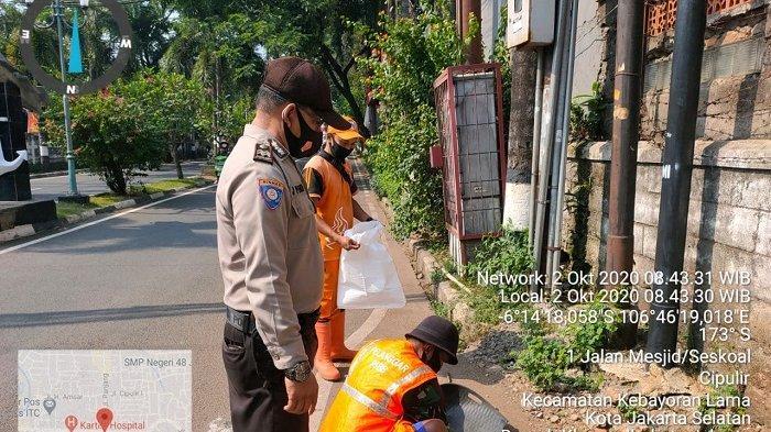 13 Orang Terjaring Razia Masker di Kebayoran Lama, 8 Pelanggar Disanksi Kerja Sosial