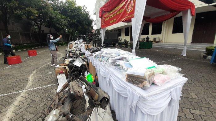 Otmil II-07 TNI Musnahkan Setumpuk Bukti Kasus, Ada Bahan Peledak, Senjata Laras Panjang dan Narkoba - otmil-ii-pemusnaha.jpg