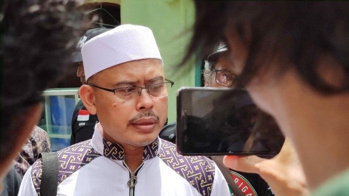 Ketum PA 212 Slamet Maarif dijumpai wartawan di kediamannya