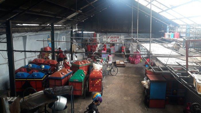 Suasana pabrik kerupuk Erna Jaya di Kawasan Cikoko, Pancoran, Jakarta Selatan pada Rabu (10/3/2021).
