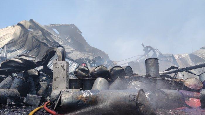 Damkar Depok Pakai Detergen Untuk Padamkan Kebakaran di Pabrik Karung, Ternyata Ini Fungsinya