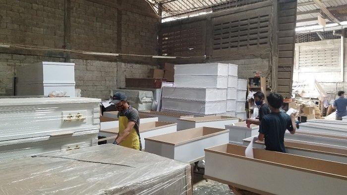 Melihat Pembuatan Peti Mati Pasien Covid-19 di Tangerang, Dalam Sehari Pesanan Sampai 500 Buah