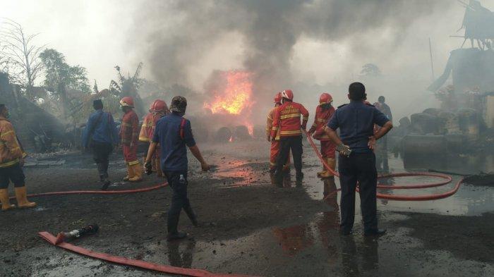 Sebuah pabrik tiner di Kota Tangerang ludes terbakar pada Kamis (22/7/2021) di Jalan Raya Bayur, Periuk, Kecamatan Periuk, Kota Tangerang.