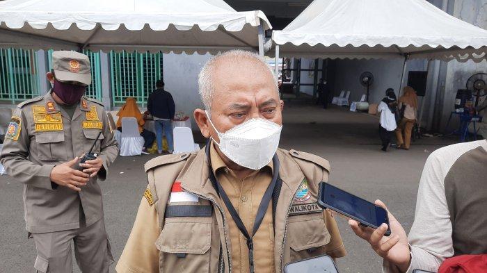 Wali Kota Bekasi Rahmat Effendi di Stadion Patriot Candrabhaga, Jalan Jenderal Ahmad Yani Bekasi lokasi vaksinasi massal, Senin (14/5/2021).