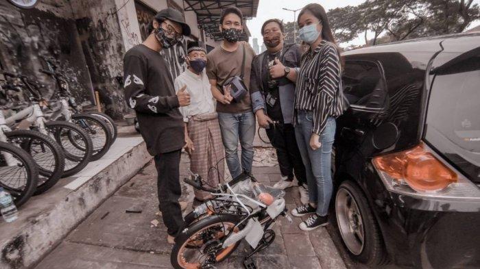 Kisah Wahab Lansia 78 Tahun Tuntun Sepeda Keliling Jakarta Tawarkan Pijat, Bagi Rezeki Dapat Donasi