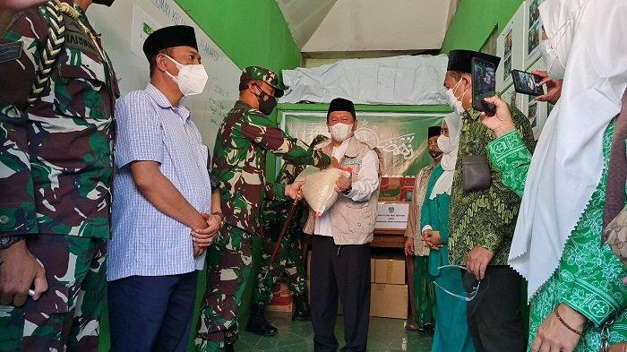 Pangdam Jaya Salurkan Bantuan untuk Warga Jagakarsa Jakarta Selatan yang Sedang Isoman