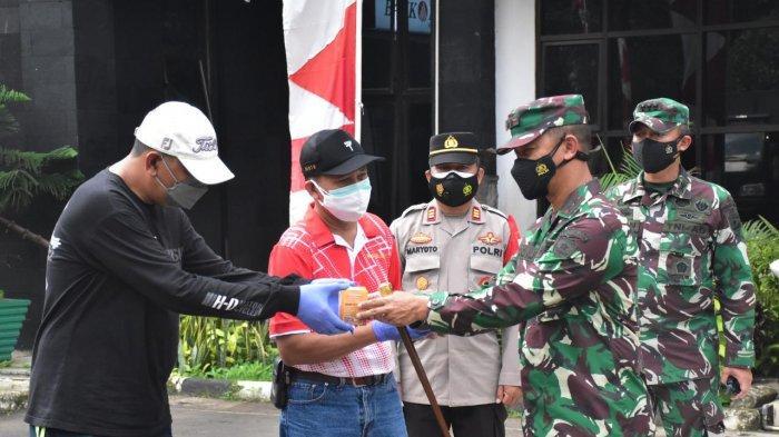 Pangdam Jaya Salurkan Obat Covid-19 dari Presiden RI Kepada Warga Kecamatan Cipayung