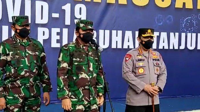Panglima TNI-Kapolri Tinjau Vaksinasi di Terminal Penumpang Pelabuhan Tanjung Priok