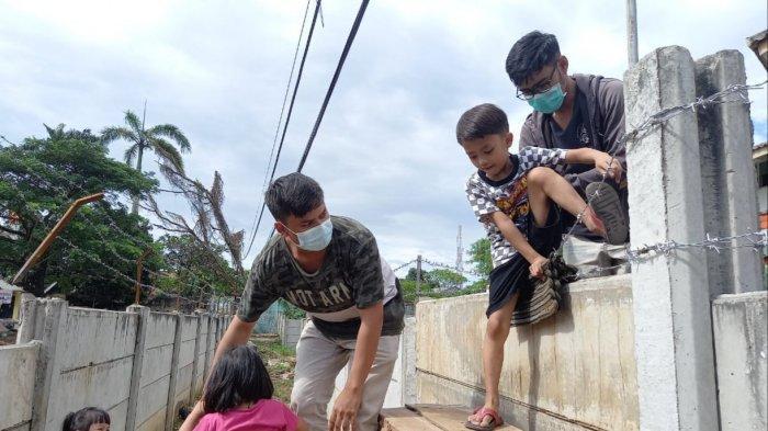 Rumah Warga Tangerang Dibeton 2 Meter Selama 2 Tahun, Keluar-Masuk Panjat Beton: Begini Awal Mulanya