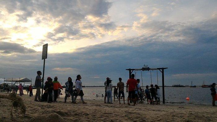 Pengunjung Ancol Sejak Sore Padati Kawasan Pantai Lagoon