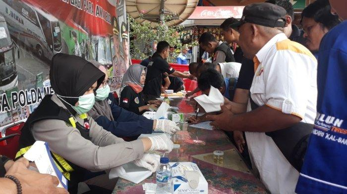 Antisipasi Kecelakaan, Sopir Bus di Terminal Kampung Rambutan Jalani Tes Urine dan Kesehatan