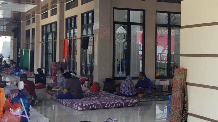 4 Hari Masih Tergenang Banjir, Pengungsi di Tangerang Mulai Kena Penyakit Kulit dan Tensi Tinggi