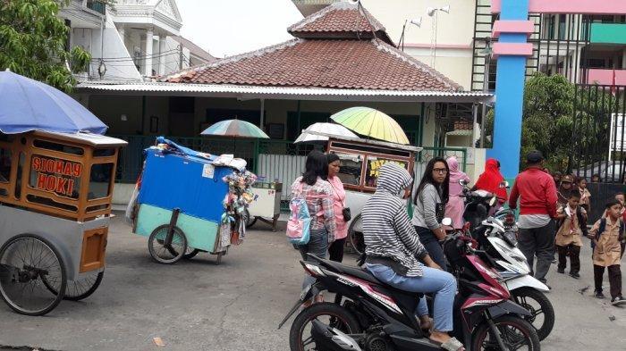 Lokasi Pencabulan Pedagang Cilor di Kapuk Tetap Dipenuhi Penjual Jajanan SD