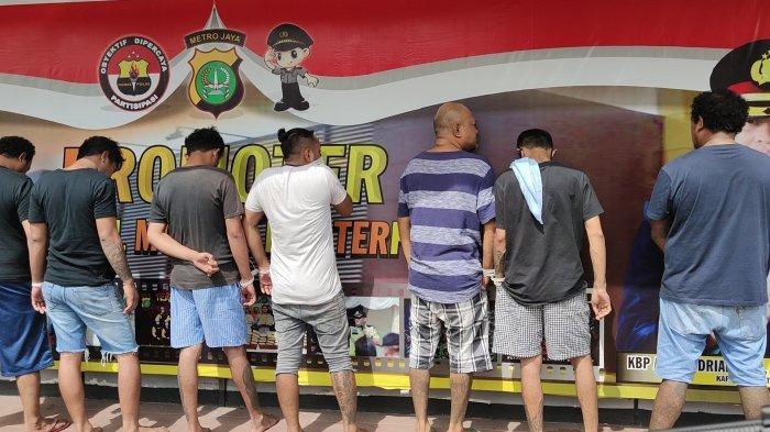 BREAKING NEWS Polisi Amankan Kawanan Pria Penganiaya 4 Warga di Depok Hingga Menderita