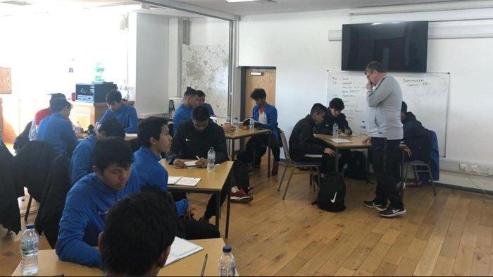 Pemain Garuda Select Sukses Lewati Kelas Kepelatihan Level 1 FA Inggris