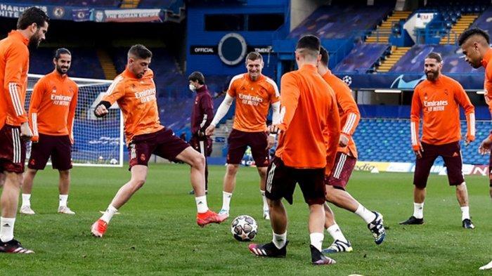 Para pemain Real Madrid menggelar sesi latihan di Stamford Bridge jelang lawan Chelsea leg kedua Liga Champions 2020-2021