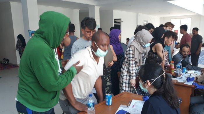 Dua Pengungsi Asing Dibawa ke Rumah Sakit, Diduga Mengalami Alami Dehidrasi dan Diare