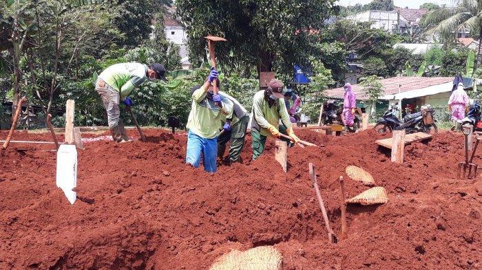 Deretan Kisah Penggali Kubur TPU Pondok Ranggon& Punya Kebiasaan Baru Sebelum Pulang Temui Keluarga