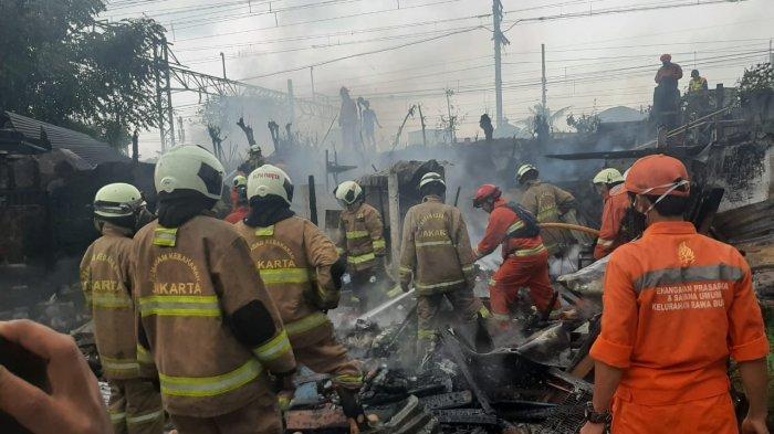 Permukiman Padat di Pasar Burung Jatinegara Terbakar, Damkar Kerahkan 11 Unit Mobil Pompa
