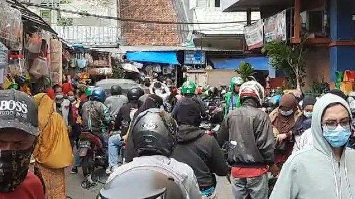 H-10 Lebaran Pasar Jatinegara Ramai Dikunjungi Masyarakat: Petugas Terus Imbau Prokes