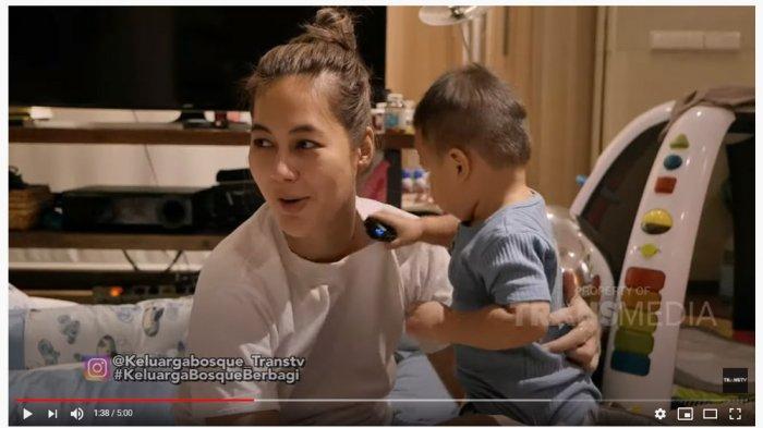 Tak Pakai Baby Sitter, Paula Verhoeven Curhat Kewalahan Menjaga Kiano yang Mulai Aktif: Baru Kerasa