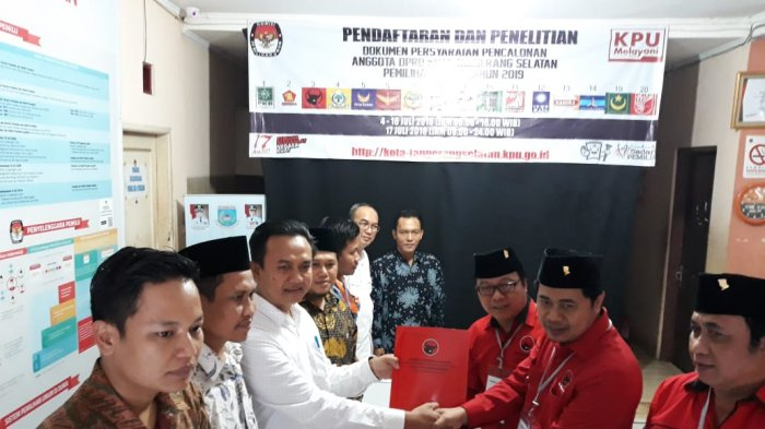 DPC PDI Perjuangan Tangerang Selatan Daftarkan 50 Bacaleg ke KPU