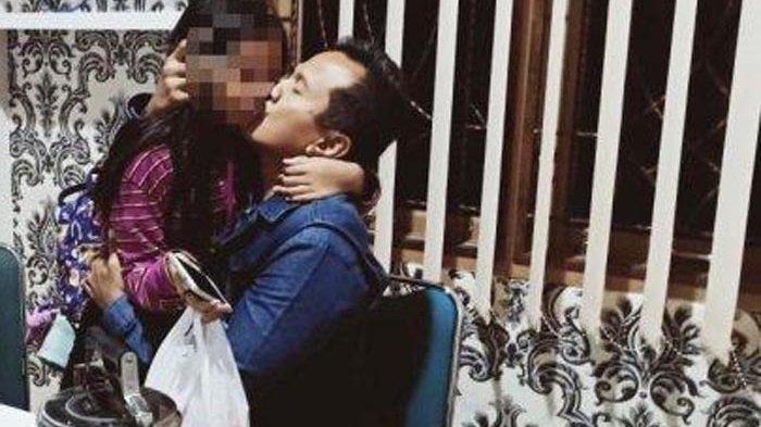 Anak 10 Tahun Harus Melihat Ayahnya Ditangkap Sebagai Pembunuh Ibunya, Sang Nenek Protes