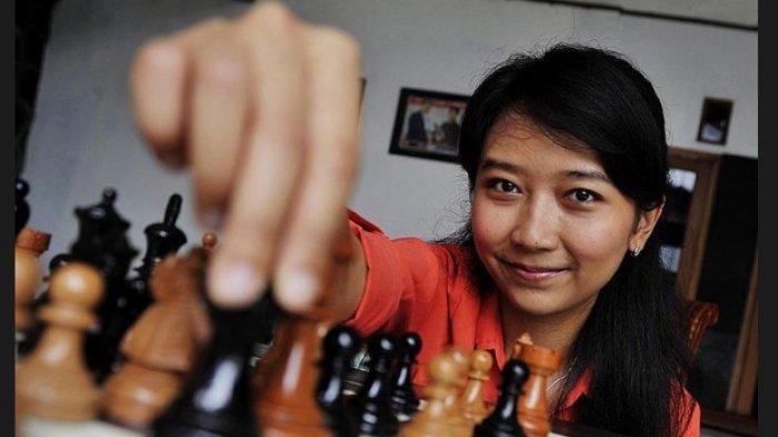 LIVE Pukul 15.00 WIB, Pertandingan Catur GM Irene Sukandar Vs Dewa Kipas, Siapa yang Akan Menang?