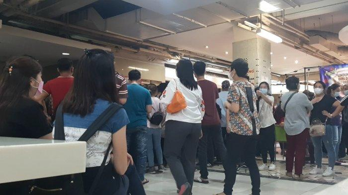 Plh Wali Kota Jakpus Sayangkan Kerumunan Pedagang yang Berebut Vaksin Covid-19 di Pasar Tanah Abang