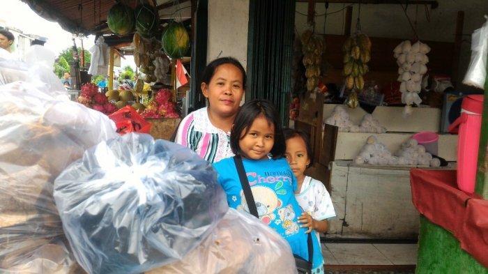 pedagang-arang-di-pasar-warakas.jpg
