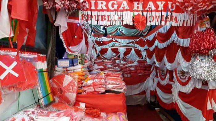 PPKM Level 4 di DKI Diperpanjang, Pedagang Bendera Merah Putih di Jatinegara Cemas Omzet Turun