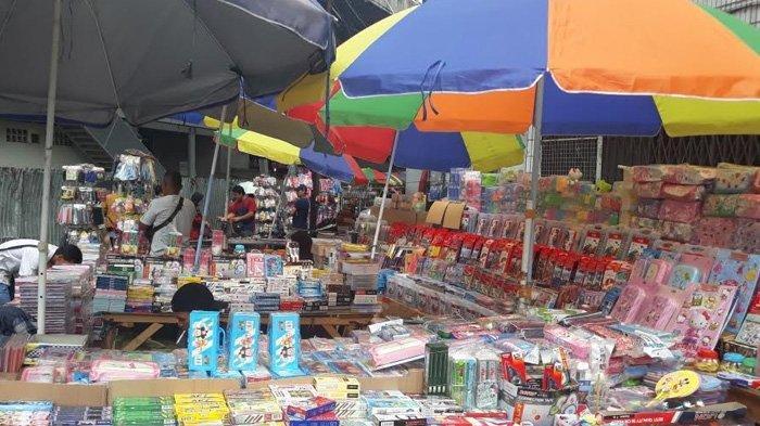 Pedagang Alat Tulis di Pasar Asemka Tetap Berjualan Sampai HUT Kemerdekaan
