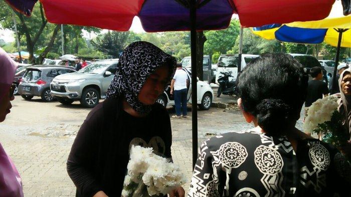 3 Hari Jualan, Pedagang Bunga di TPU Tanah Kusir Raup Untung Rp 20 Juta