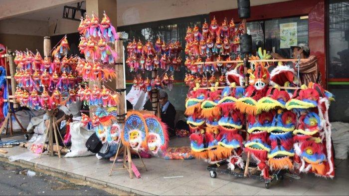 Dari Cirebon ke Bekasi, Perjuangan Pedagang Mainan Barongsai di Tengah Keramaian Cap Go Meh