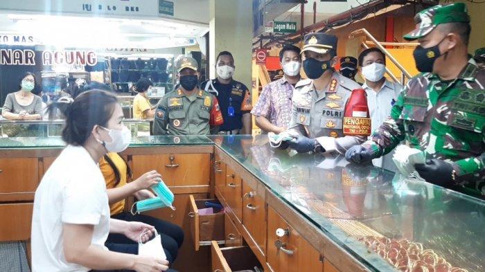 TNI-Polri Cek Kesiapan Pedagang Pasar Kramat Jati Jakarta Timur Disuntik Vaksin Covid-19