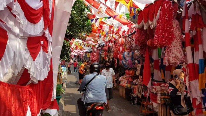 Pedagang Pernak-pernik Kemerdekaan Indonesia di Pasar Jatinegara Pesimis Raup Untung