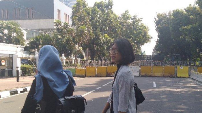 Ingin Rapat di Kantor, Pegawai Ini Bingung Lewati Blokade di Jalan Medan Merdeka Barat