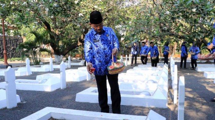 Pejabat Pemkot Tangerang Ziarah ke Makam Pahlawan Tangerang Peringati Hari Kesaktian Pancasila