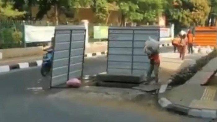 Penjelasan Pemprov DKI Soal Video Pekerja Masukkan Karung Pasir ke Lubang Utilitas