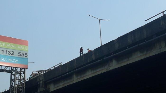 Pembatas Jalan Tol Wiyoto Wiyono Lokasi Truk Pertamina Terbakar Mulai Diperbaiki