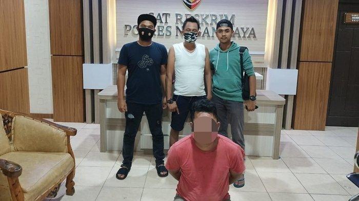 Satuan Reserse dan Kriminal Polres Aceh Selatan mengamankan AD (34), warga yang berdomisili di Kecamatan Meukek, Kabupaten Aceh Selatan. Pria yang sehari – hari bekerja sebagai pekerja rias pengantin ini diduga telah melakukan perbuatan cabul terhadap anak.