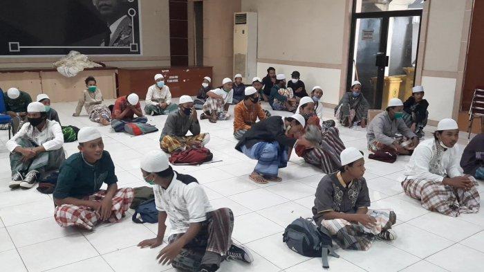 Pelajar di Bekasi Ikut Demo UU Cipta Kerja: Izin ke Orangtua Mau Ngaji